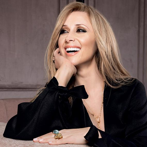Elegance is timeless, Lara Fabian